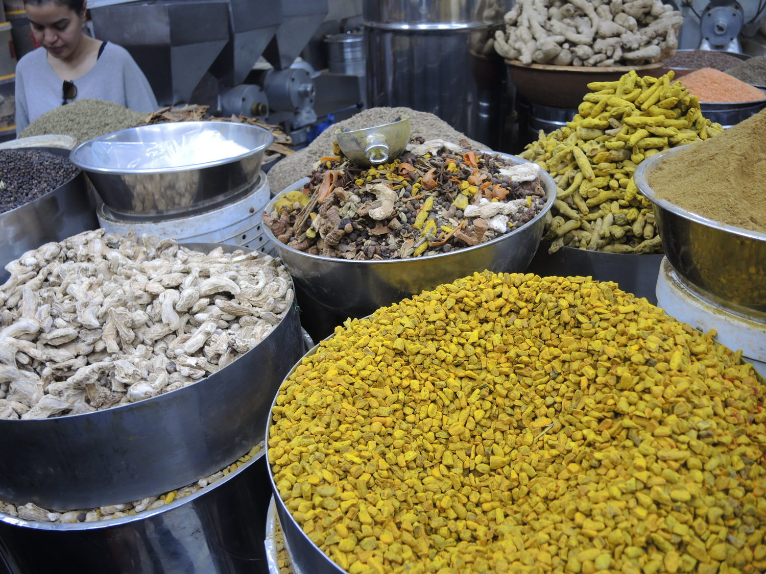 Spices and other items in El Massira market