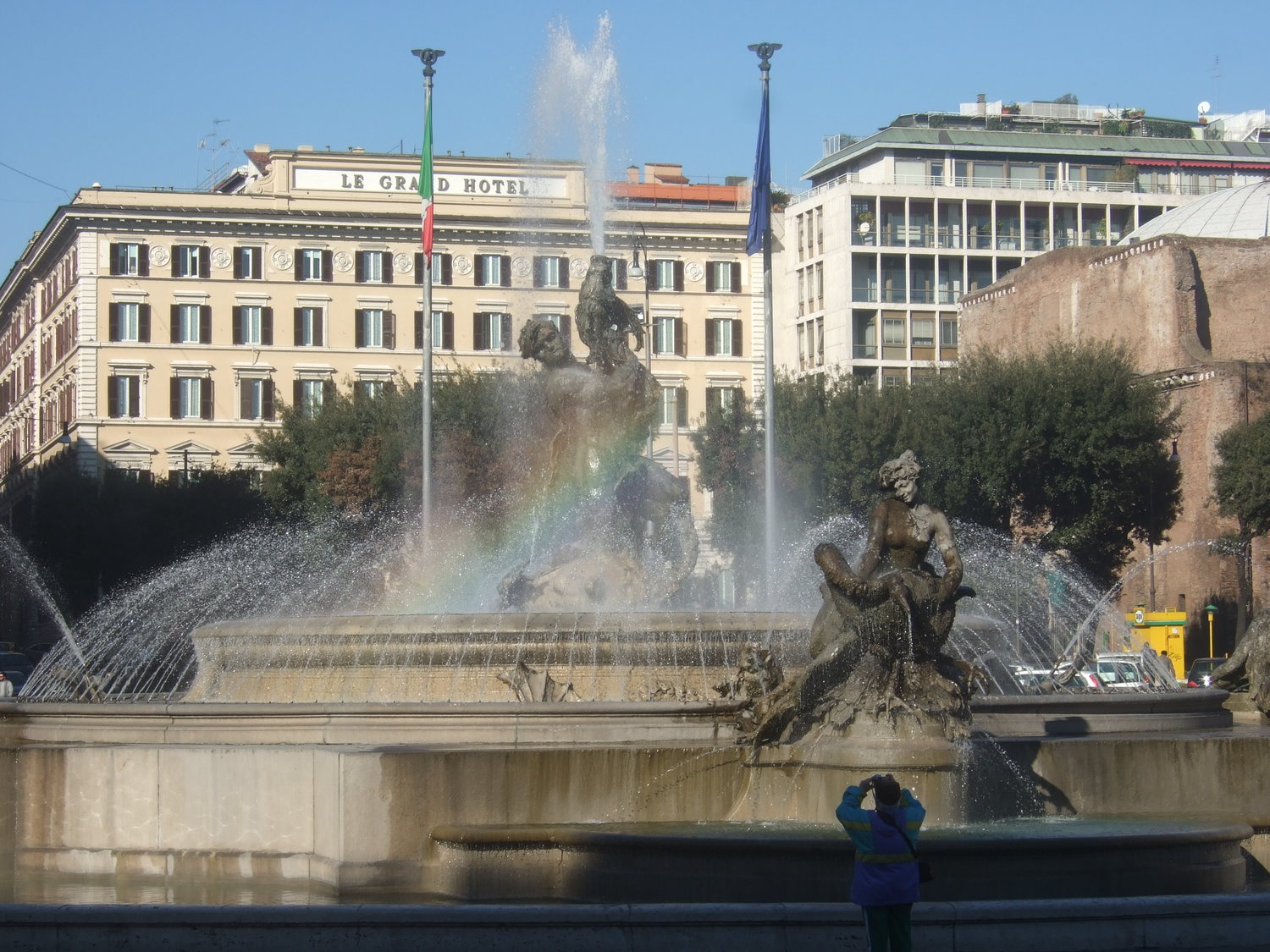 2_The_fountain_of_Naiades_in_the_Republic_square