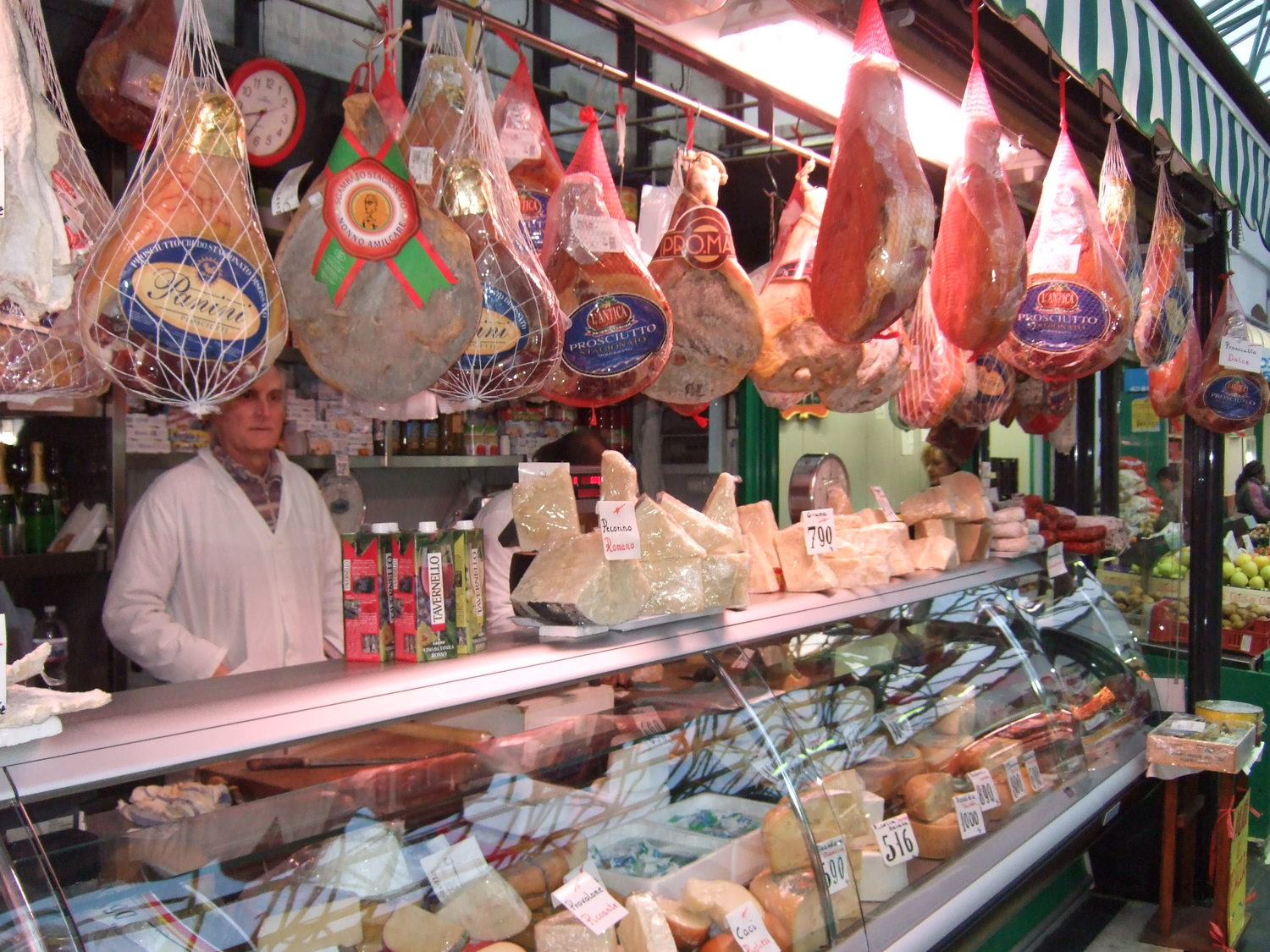 99995_Traditional_Italian_Meat_Products_in_Rome_Market